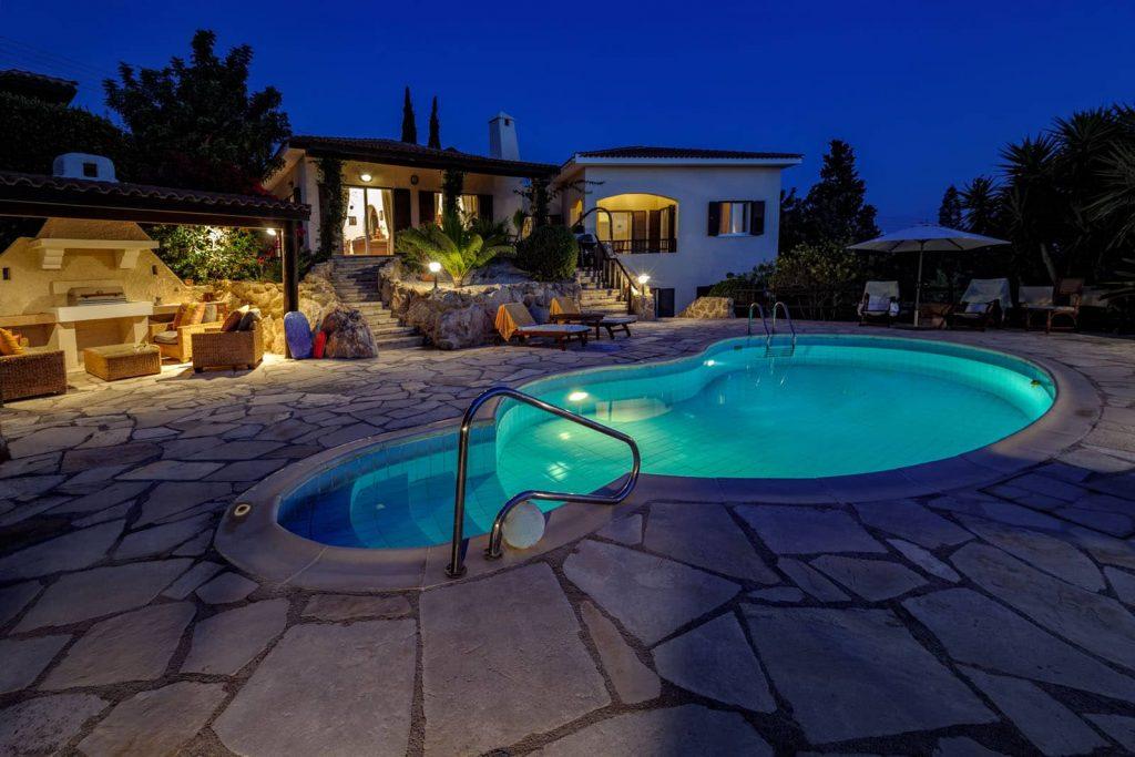 Landscape Lighting Ideas for Pools